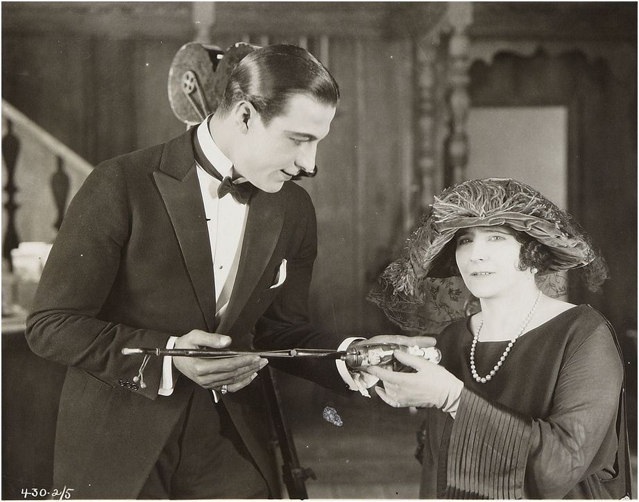 Rudolph Valentino and Elinor Glyn (writer)on the set of Beyond the ...