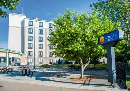 Book A Room At The Comfort Inn Pointe Hotel In Niagara Falls Ny This Is Located Near And University