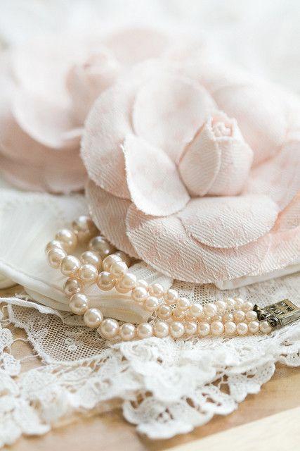 ♫ ℓσvεℓү pearls ℓαcεs & яσsεs .. X ღɱɧღ