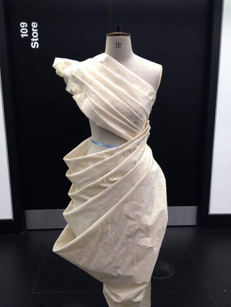 Draping on the stand dress design developing structure for Haute design