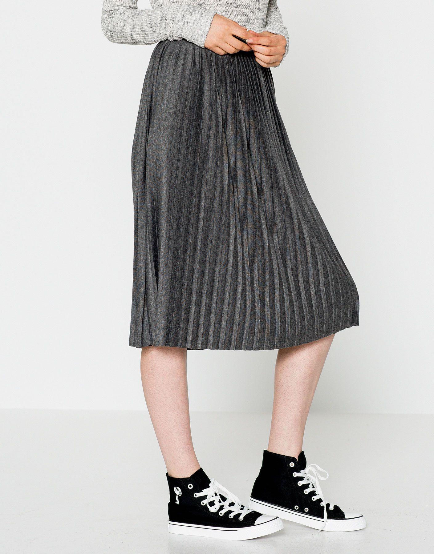 Recuerda que las faldas midi se han convertido en uno de los best sellers de Pull&Bear. Camisas, crop tops o bodies combinan a la perfección con esta prenda lady y elegante.   https://ad.zanox.com/ppc/?39031773C40765729&ulp=[[http://www.pullandbear.com/es/es/mujer/faldas-c29024.html%23/100454519/FALDA%20PLISADA%20MIDI?utm_campaign=zanox&utm_source=zanox&utm_medium=deeplink]] #pullandbear #faldamidi #midi