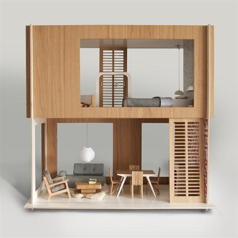 Smukt, nordisk og stilrent dukkehus - lige til at sætte i stuen. Det fine hus er i forholdet 1:6, hvilket gør at det passer perfekt til dukker på 30 cm, som f.eks. Barbie.Miniio er et moderne dukkehus, der er håndlavet af træ, metal, sten og andre moderne materialer, som ikke indeholder nogen former for kemikalier.Følgende ting kommer med huset:Stue etage: Sofa, sofabord, lænestol, lammeskindstæppe, loftslampe, spisebord, 4 x spisestole, vase, bøger, køkkenøog tapet.1.sal: Seng, 2 x…