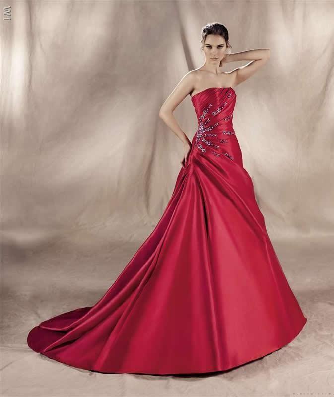 rotes Brautkleid aus Satin, toll gerafft, dezente Perlenstickerei ...