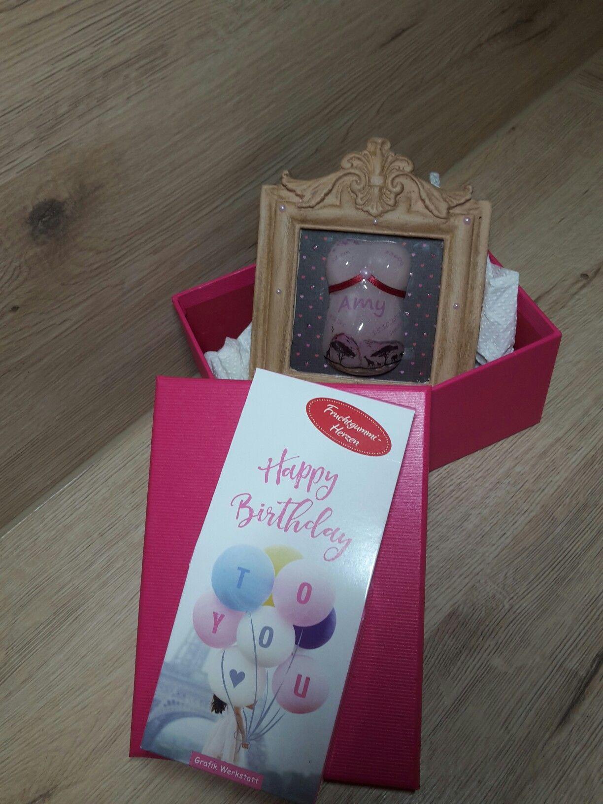 Mini Babybauch Ein tolles Geschenk zur Geburt Der mini Babybauch kann mit verschiedenen Designs gestalte werden Hier ist ein Personalisiertes Modell