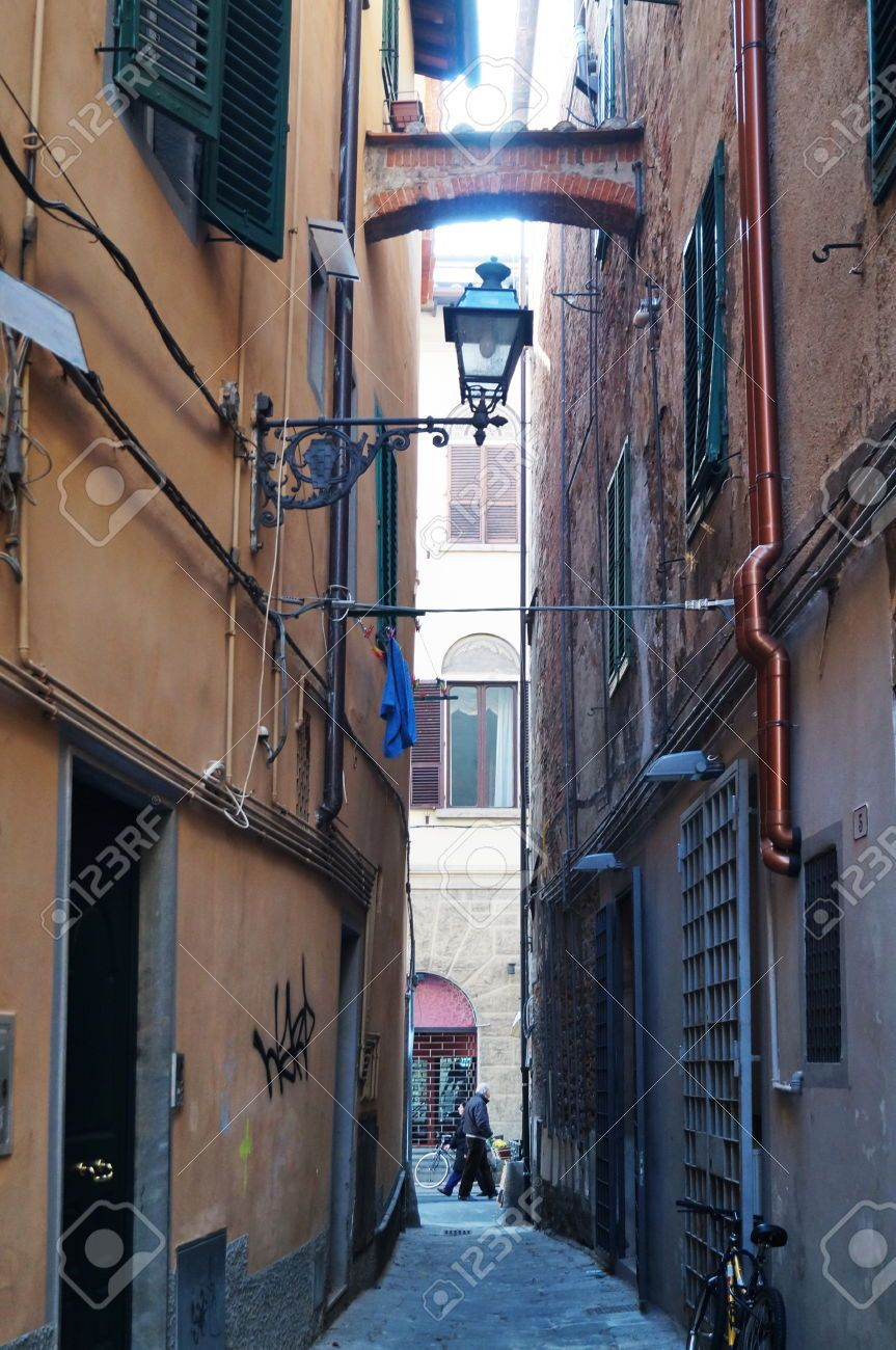 http://www.123rf.com/photo_45243813_typical-street-in-the-ancient-center-of-pistoia.html