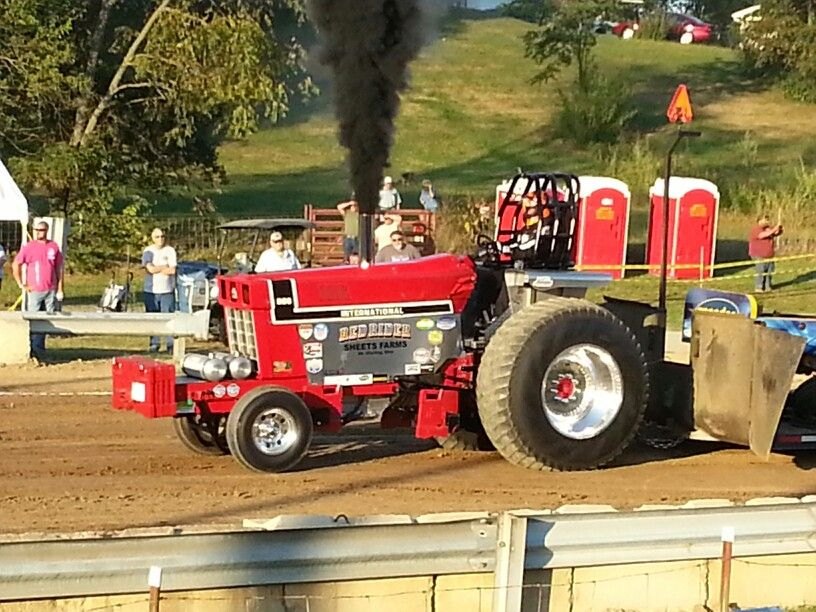 Pro Stock Pulling Tractors : Red rider pro stock international harvester pictures