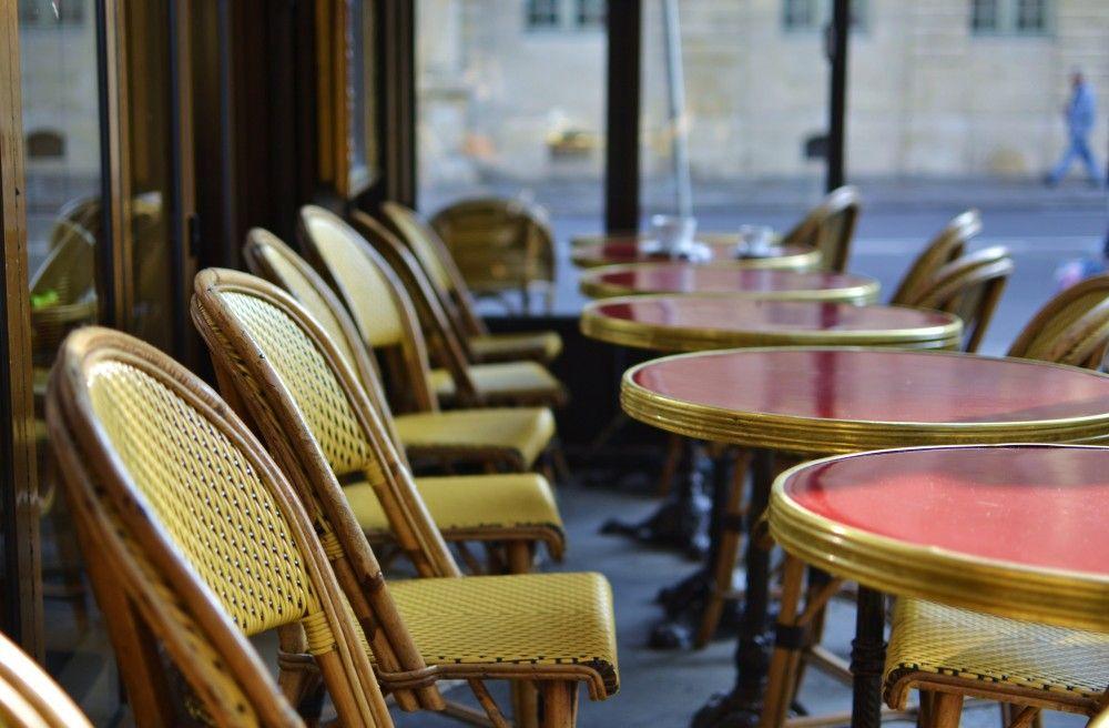 Oh how much I love these iconic Parisian cafés!  #paris #café