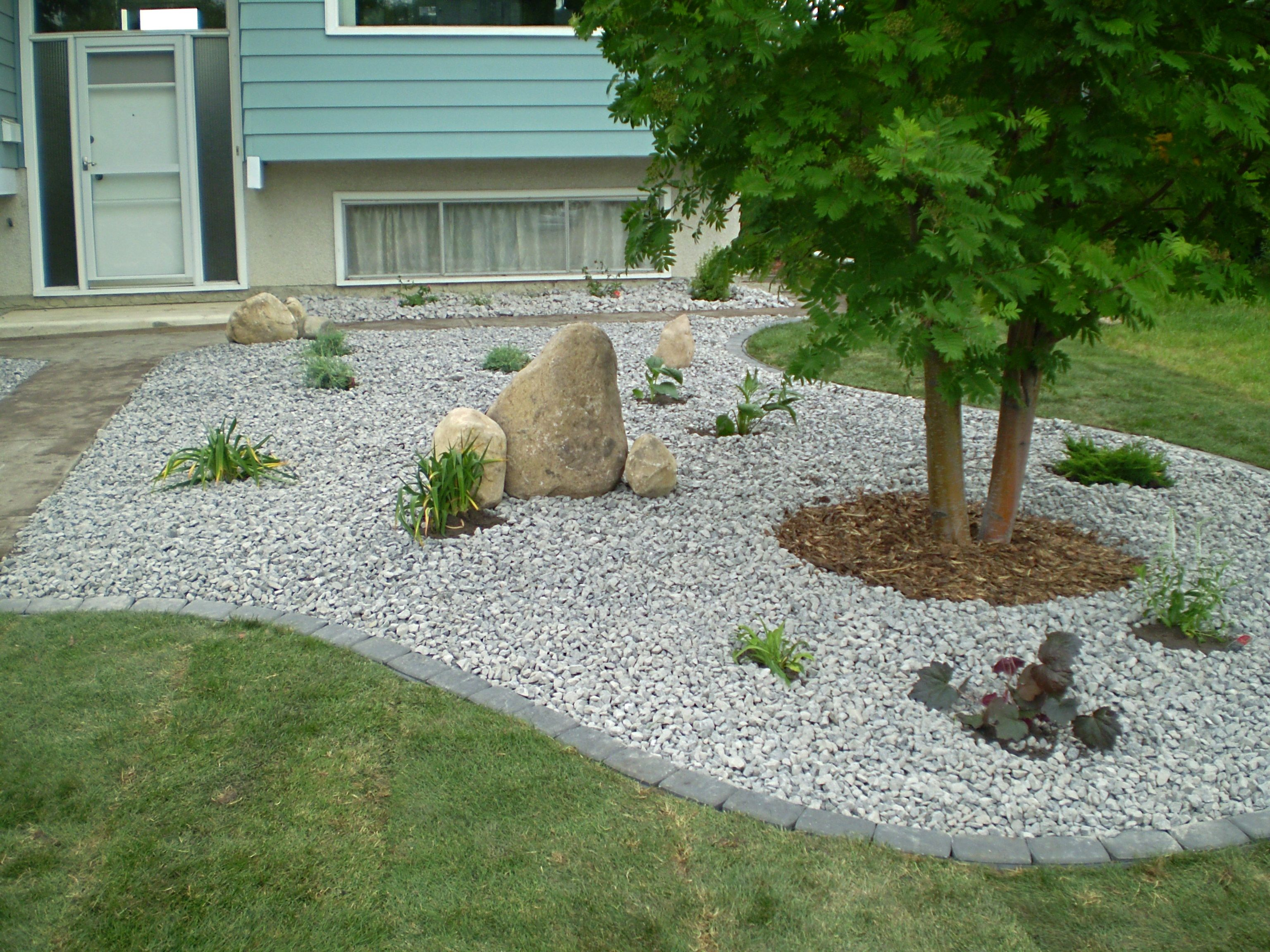 Landscaping with rocks and stones whitemud garden centre for Garden designs using pebbles