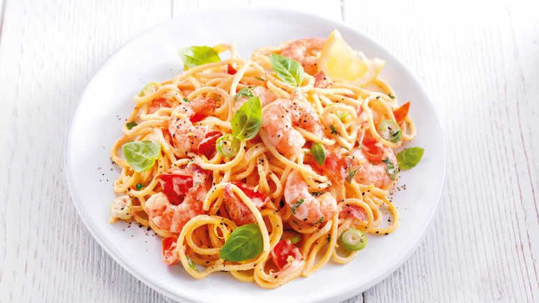 Majestic Tomato And Prawn Spaghetti Recipe Prawn Spaghetti Shellfish Recipes Food Recipes