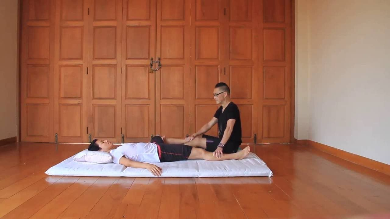 Hurricane Kick Coup De Pied Ouragan Reviewing Thai Massage Technique Thai Massage Massage Techniques Thai Yoga Massage