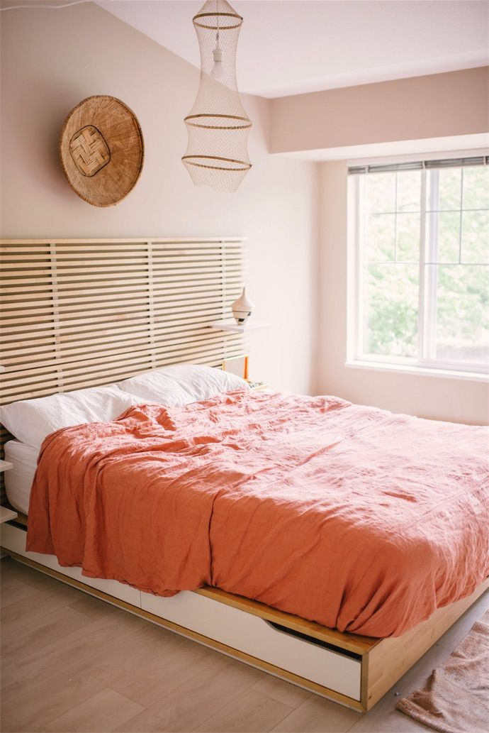 Step Inside The Beachy 39 70s Home Our Dreams Are Made Of Peach Bedroom Boho And Bedrooms