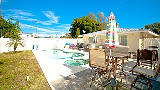 CRESCENT WAVE: Winter Special $1500/wk Now Through February 14, 2015Vacation Rental in Anna Maria from @homeaway! #vacation #rental #travel #homeaway