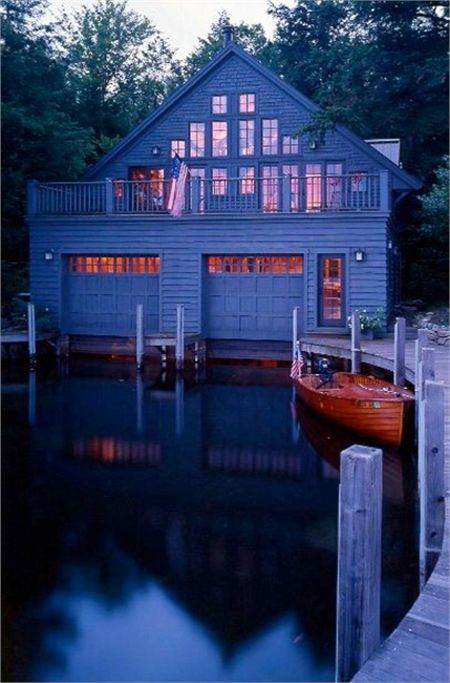 Top 10 beautiful houses on the water a beautiful boat for Boat garage on water