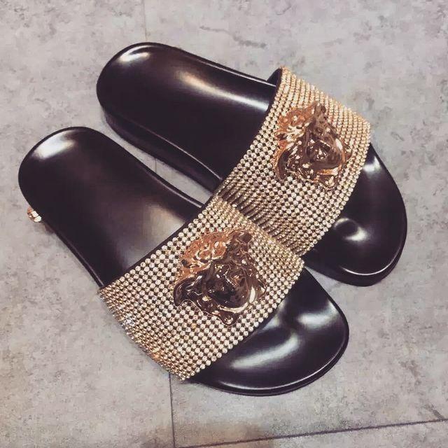 Slide sandals · Pinterest: @jadeaubiin Instagram: @jade_aubin