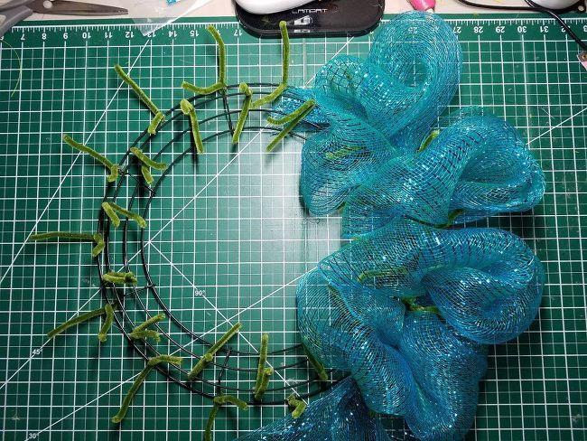 Photo of Deco Mesh Poof Wreath Tutorial