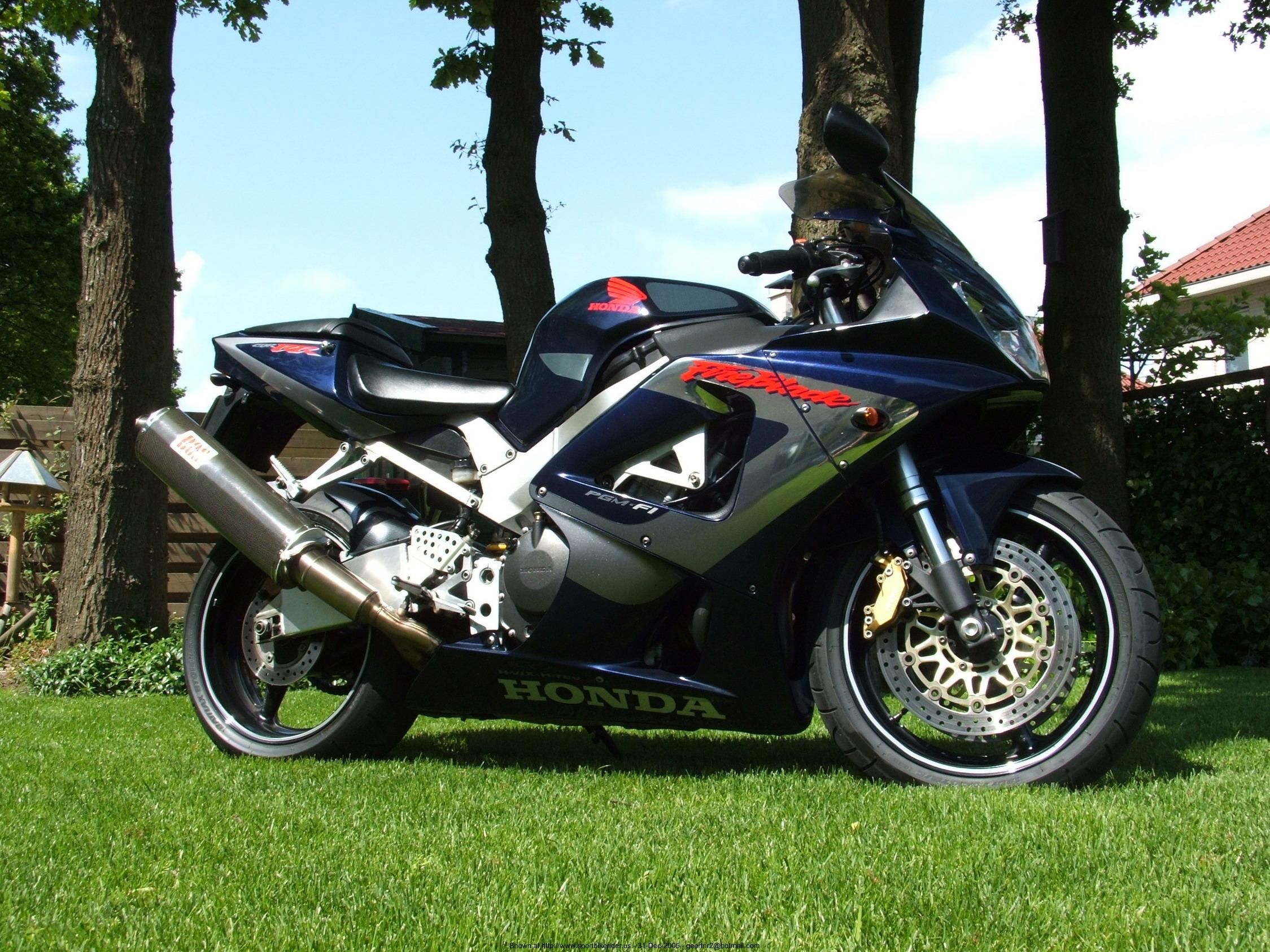 2001 CBR 929/954 RR