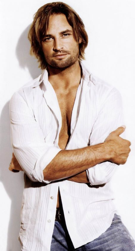 Josh Holloway - This is the Jamie Fraser I see in my mind's eye when reading the Outlander series. Male actor, sexy, hot, eyecandy, long hair style, cute dimples, Lost, portrait, photo