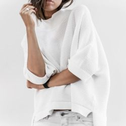 fivefourfashion:  white loose sweatshirt