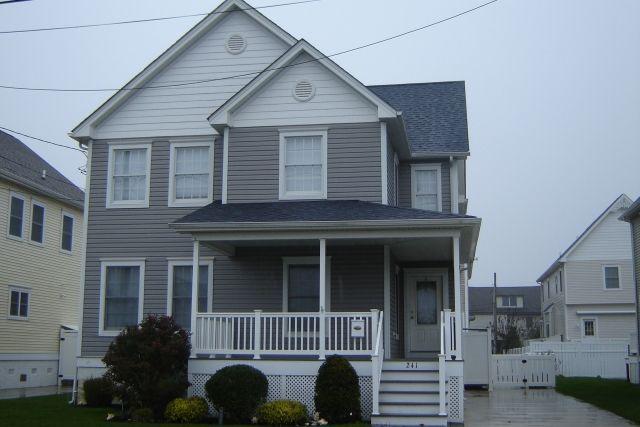Certainteed Double 4 Granite Grey Monogram With White Trim Exterior House Colors Grey Siding House Exterior