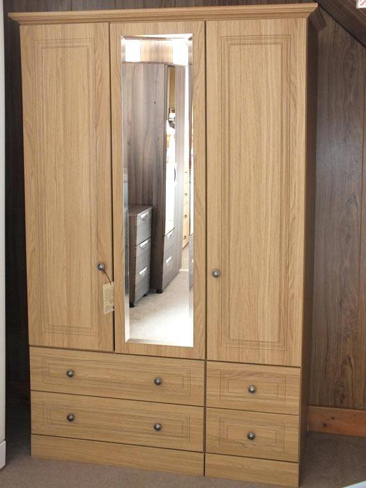 Fantastisch Schlafzimmer Schrank Design #kleiderschrankmassiv #pocodomane  #pocoschlafzimmerschrank #moller #massivholz #möbelmahler #