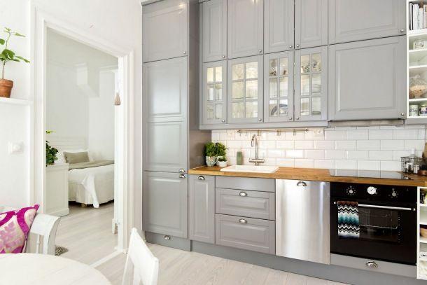 szara kuchnia w stylu skandynawskim,aranzacja szarej   -> Kuchnia Retro Ikea