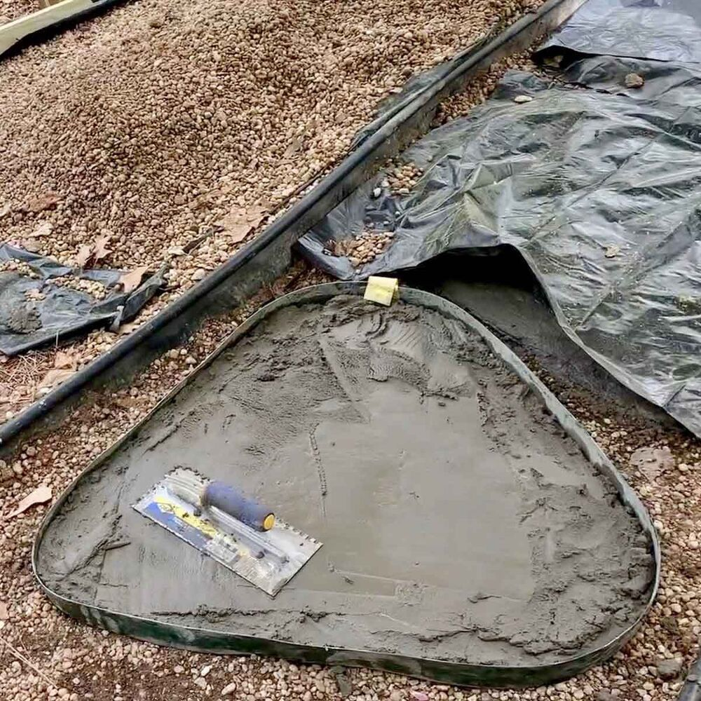DIY Large Concrete Stepping Stones Shaped Like Natural