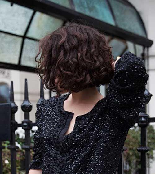 Trendy-Curly-Short-Hair.jpg 500×563 pikseliä