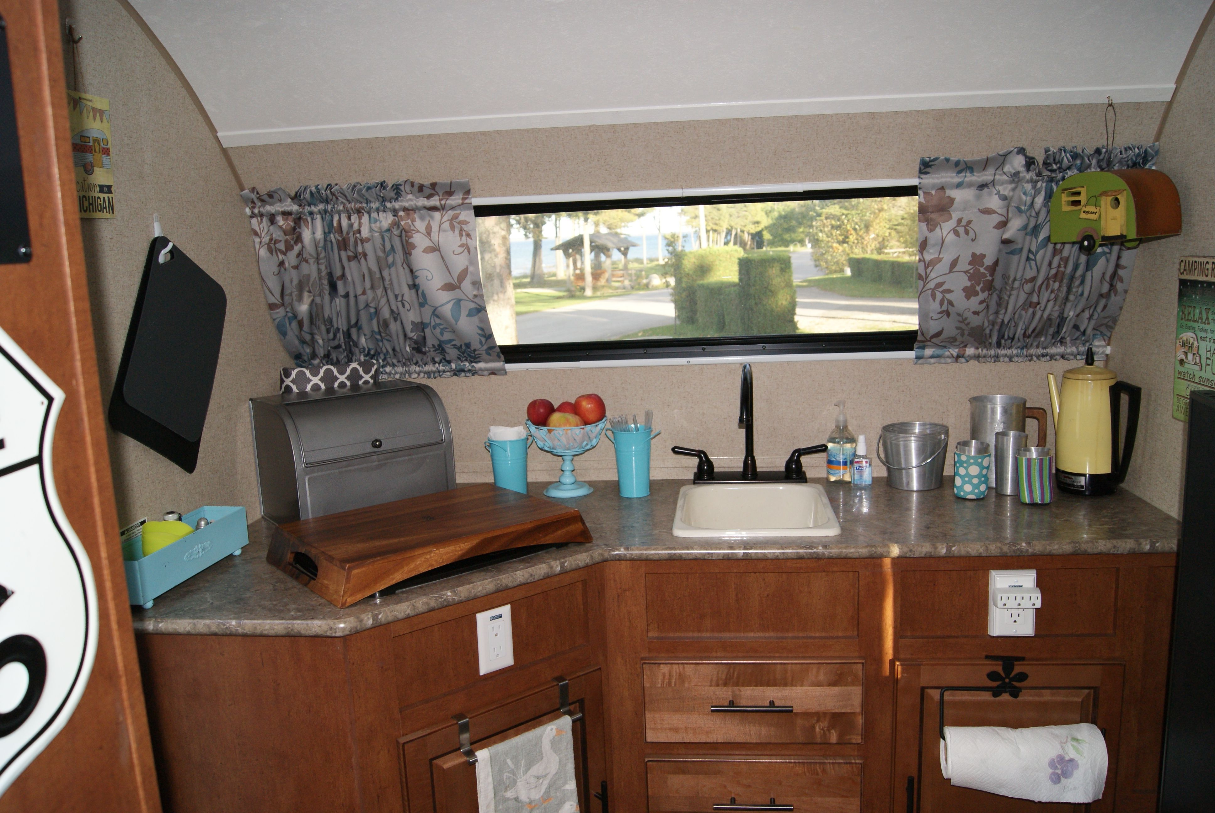 R Pod 179 Kitchen Rv Interior R Pod Camper