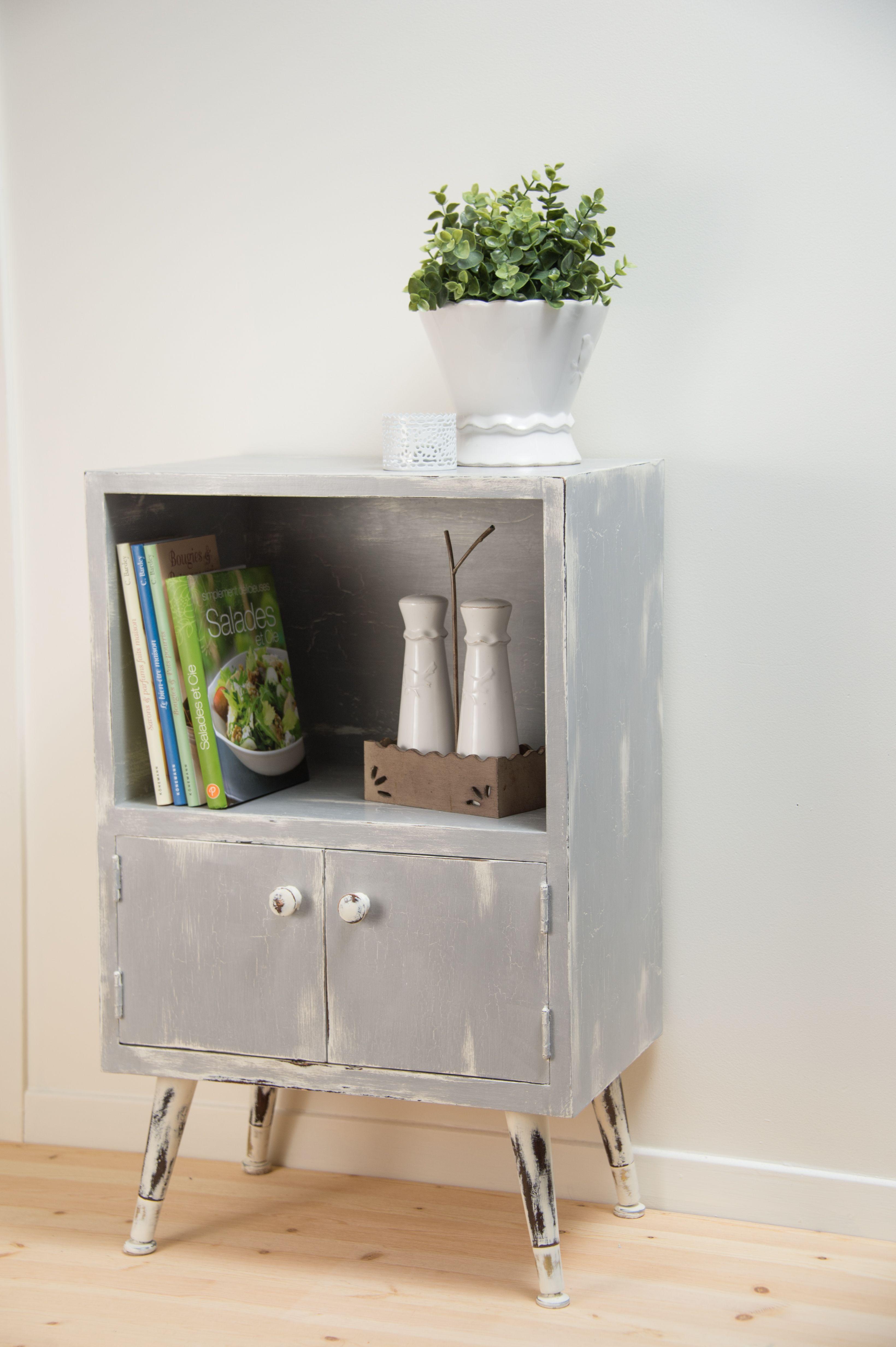Petit meuble moderne revaloris avec la peinture chalk paint de annie sloan r aliser par natacha for Petit meuble moderne