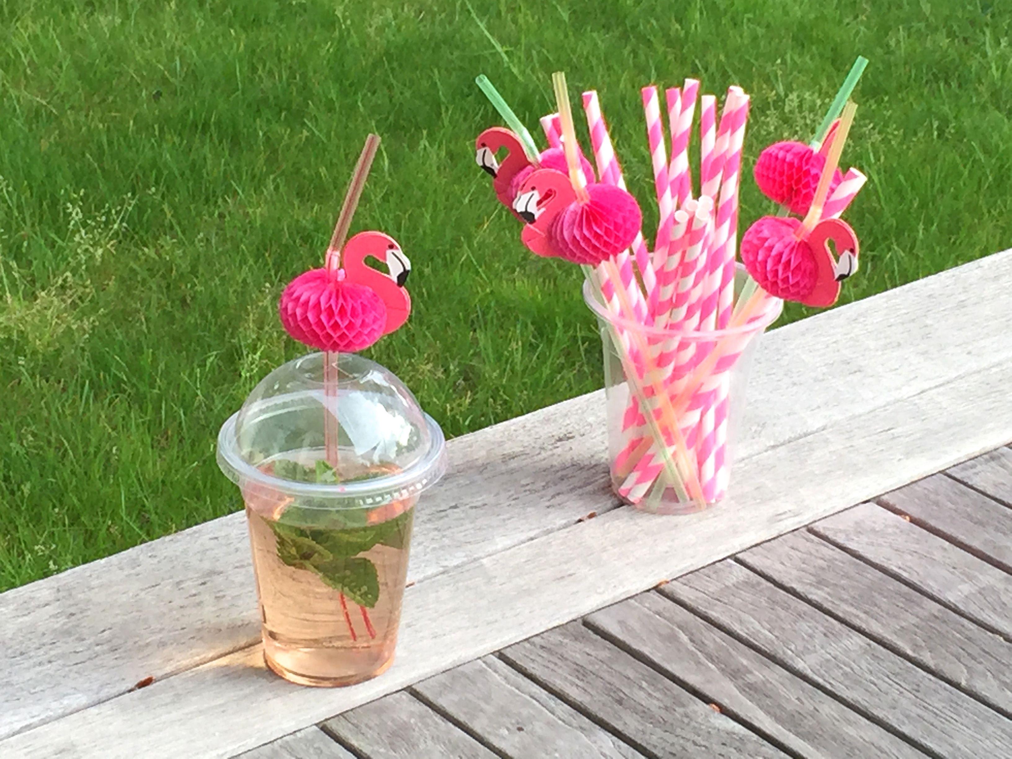 Pailles flamant roses pour les cocktails de l'été Flamingo straws for summer parties