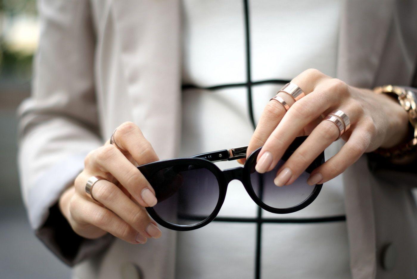 Black sunglasses & golden rings / details