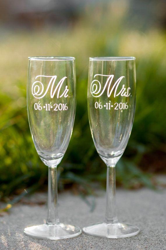 Personalised Mr /& Mr Wedding Flutes
