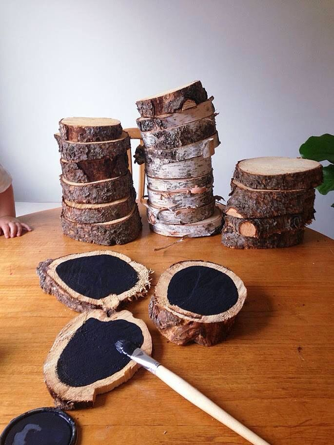 LOVE these wood slices painted with chalkboard paint! They'd be such an amazing addition to the outdoor classroom or Forest School!  http://lindsaystephenson.com/blog/2013/09/wood-slices-sanders-html/
