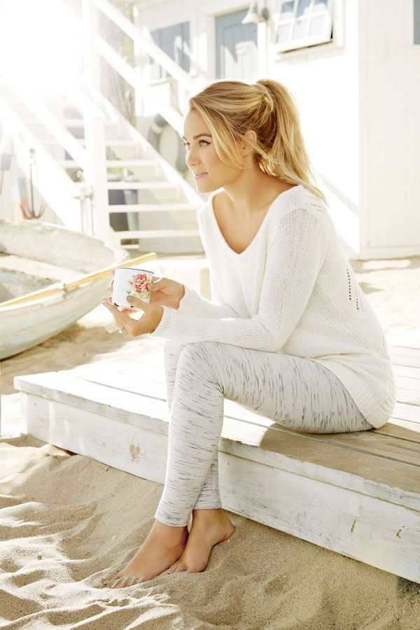 21c254e62adcc How to Look Fabulous in Yoga Pants in 2019 | Sporty | Fashion, Back ...