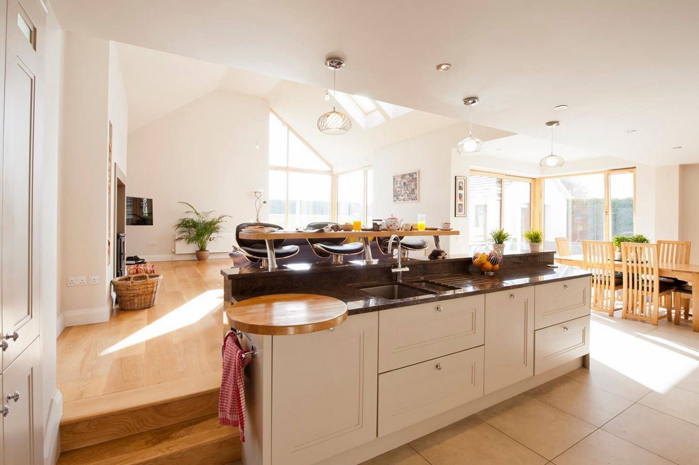 kitchen dining room split | Split level kitchen, Kitchen ...