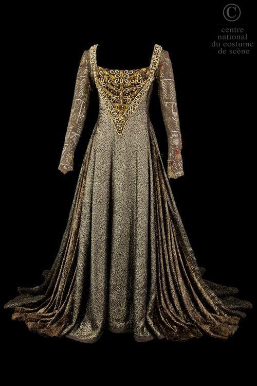 Costume designed by Farrah Abd'elkadar for Catherine Sammie in the 1972 production of Shakespeare's Richard III  From the Centre National du Costume de Scene