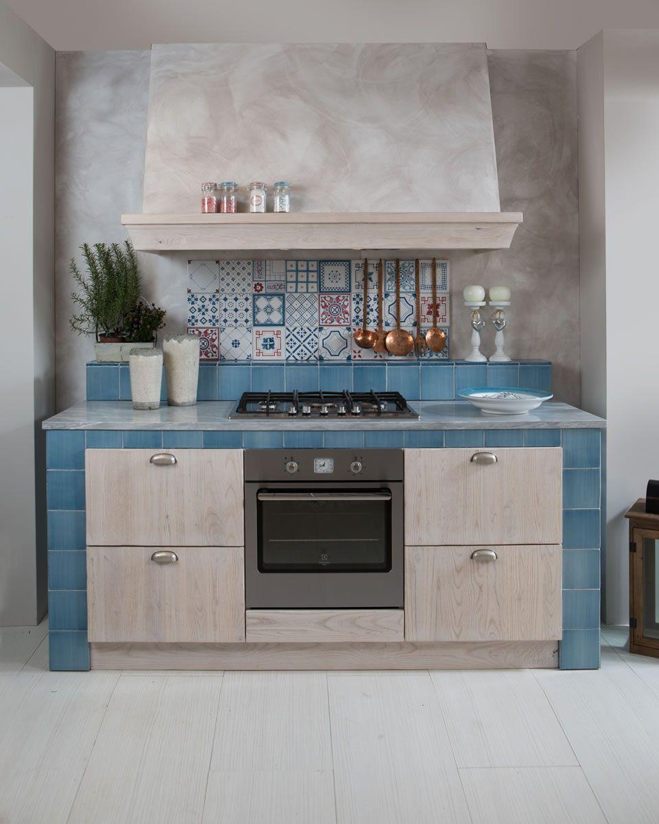 Cucine in muratura con cappa centrale - Aurora Cucine ...
