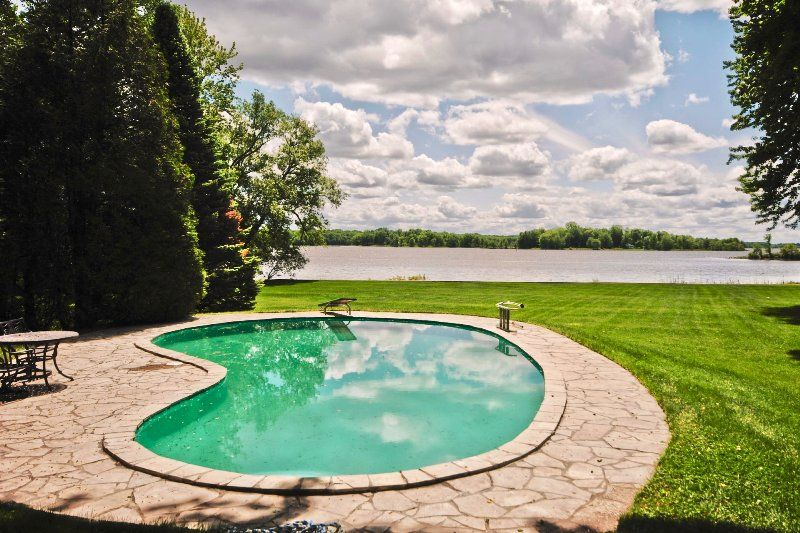 SENNEVILLE ** SOLD ** Listed & Sold by PowerSisters.ca