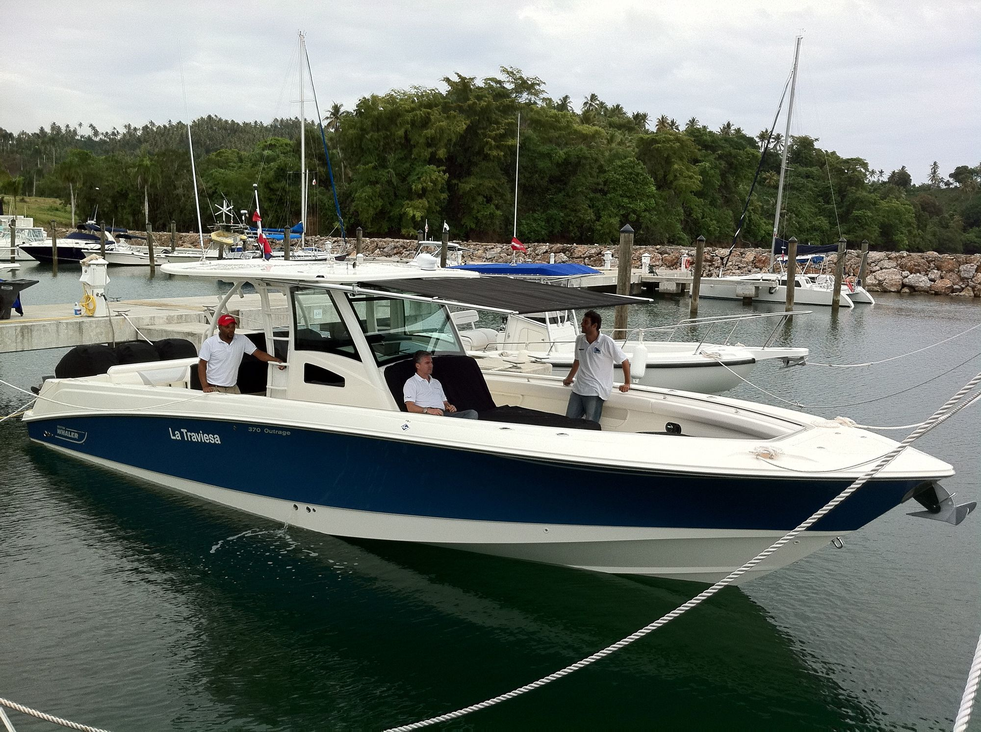 Boston Whaler OUTRAGE Boats and water craft Pinterest