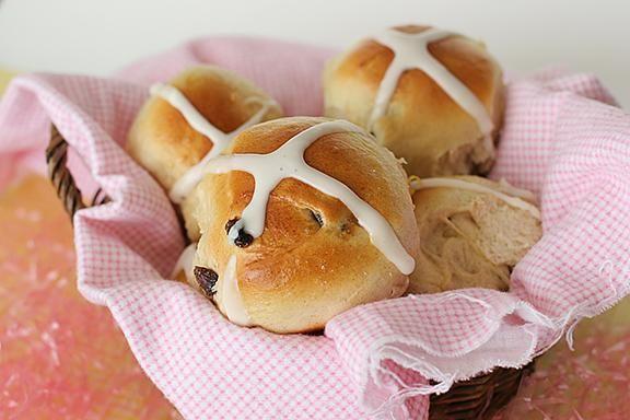 BREAKFAST/BRUNCH Recipe: Hot Cross Buns
