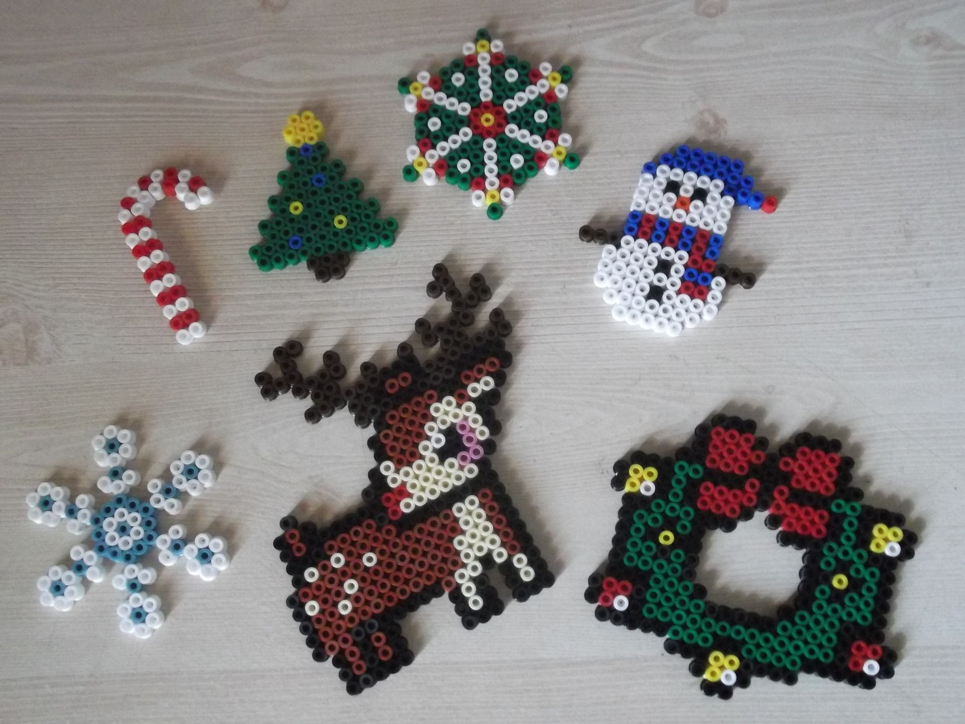 christmas ornaments hama beads by mademoisellekoala perles hama pinterest hama perles et. Black Bedroom Furniture Sets. Home Design Ideas