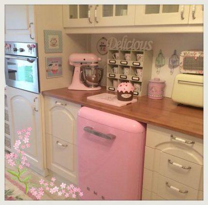 19 ideas apartment kitchen girly kitchen apartment apartment kitchen shabby chic kitchen on kitchen decor pink id=18692