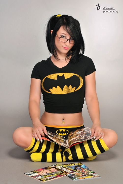 Batman Fangirl Photoshoot http://geekxgirls.com/article.php?ID=1562