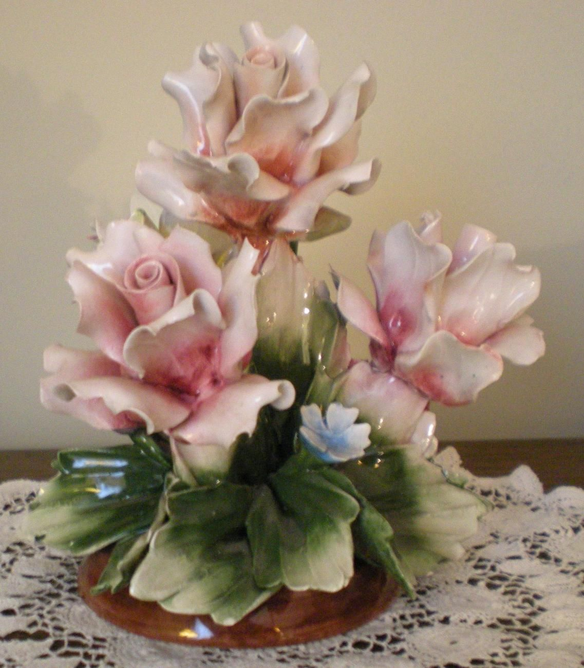 Capodimonte rose centerpiece 美工芸 pinterest