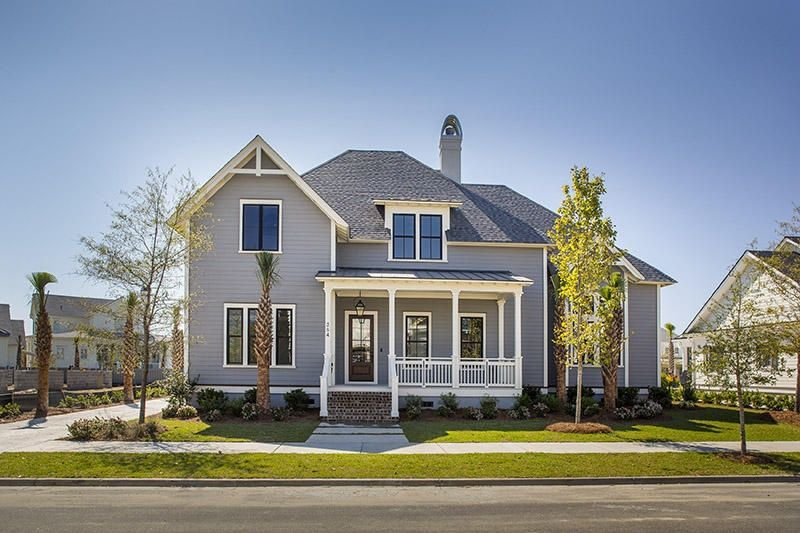 Craftsman style is still going strong despite having its heyday in the early 1900s. From the turn of the 20th century onward, the style's old-fashioned charm, attention to detail and simplicity of design has appealed to home buyers across the country.