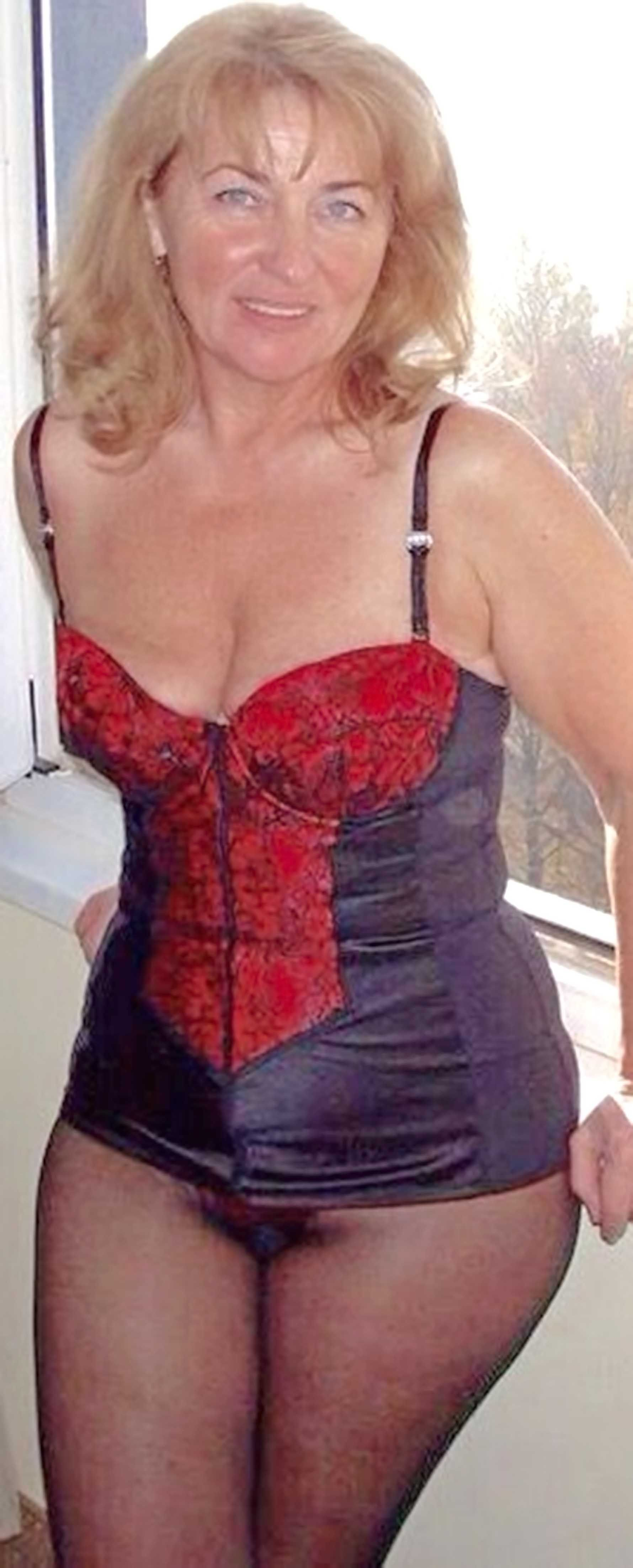 Mature Escort Women 74