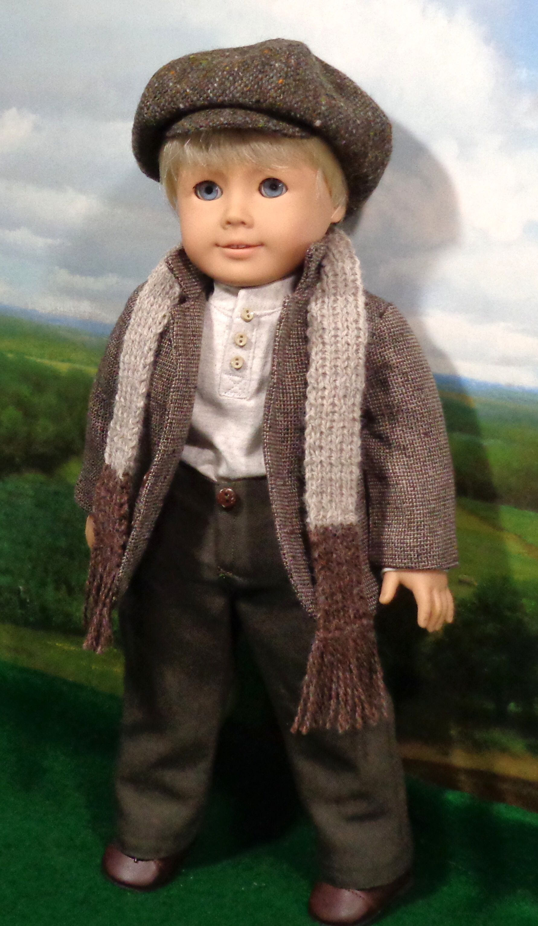 Irish Lad outfit shown with hand knit scarf. | Muñecas (os ...