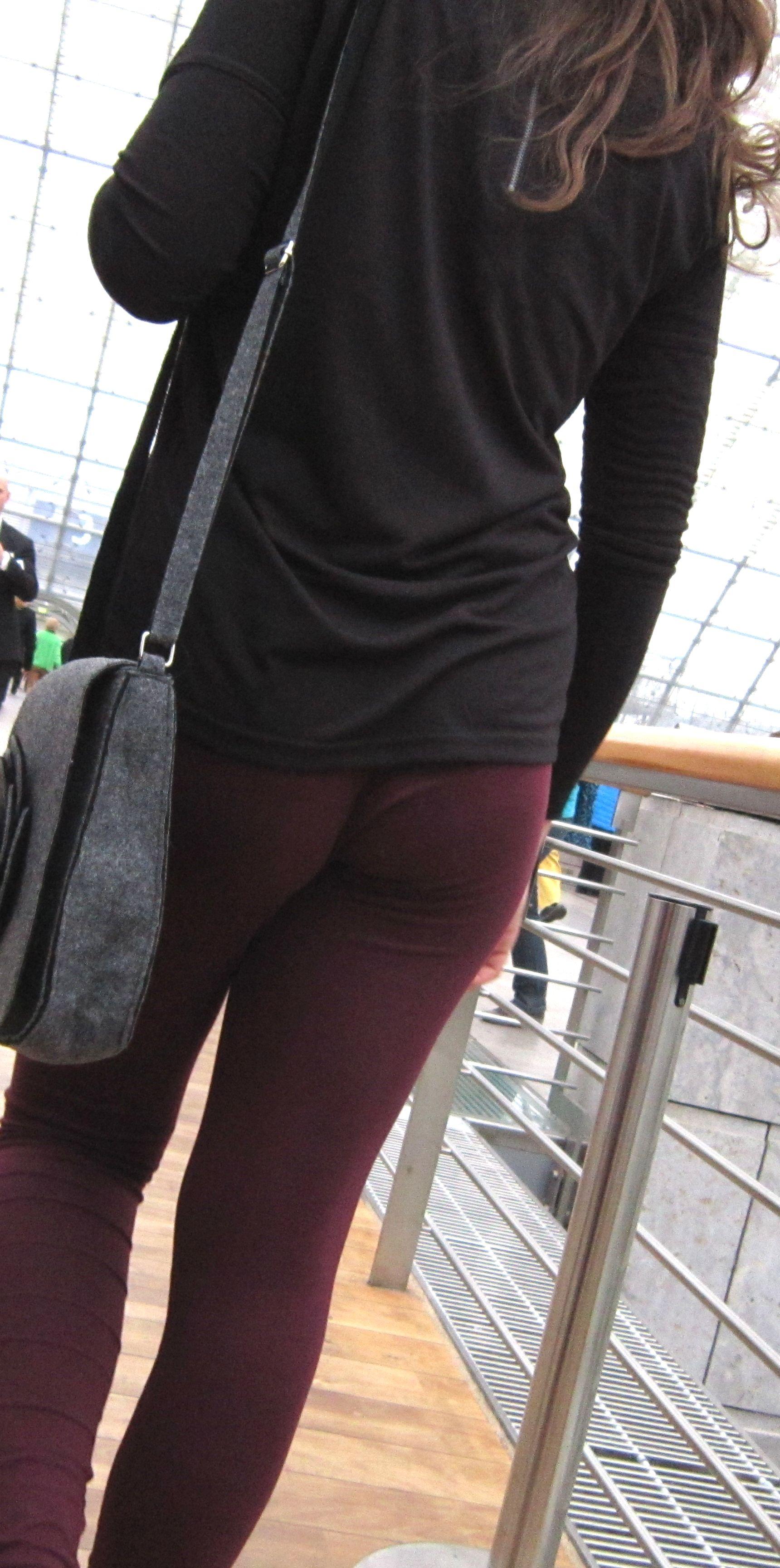 Booty in Black Yoga Pants Closeups - Sexy Candid Girls