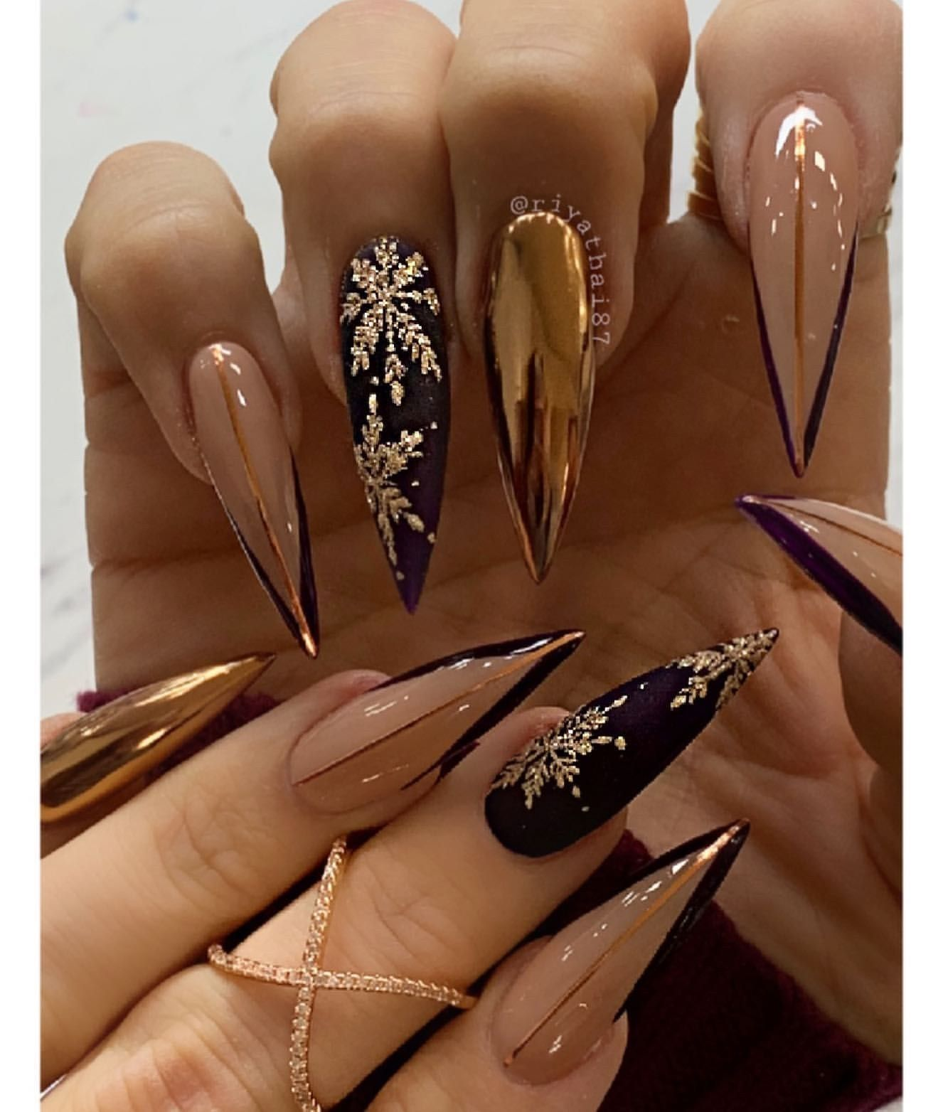 – – #AcentoNails #CoffinNails #Manicuras #NailArt #NailArtDesigns