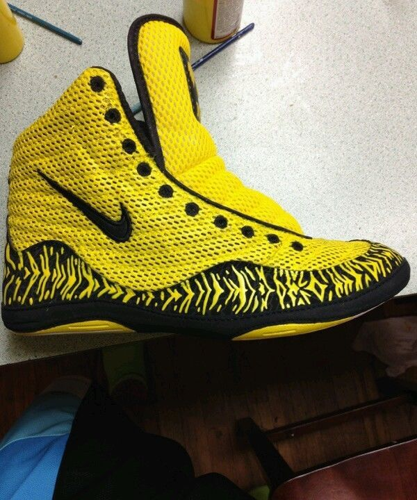 nike inflict wrestling shoes black and gold